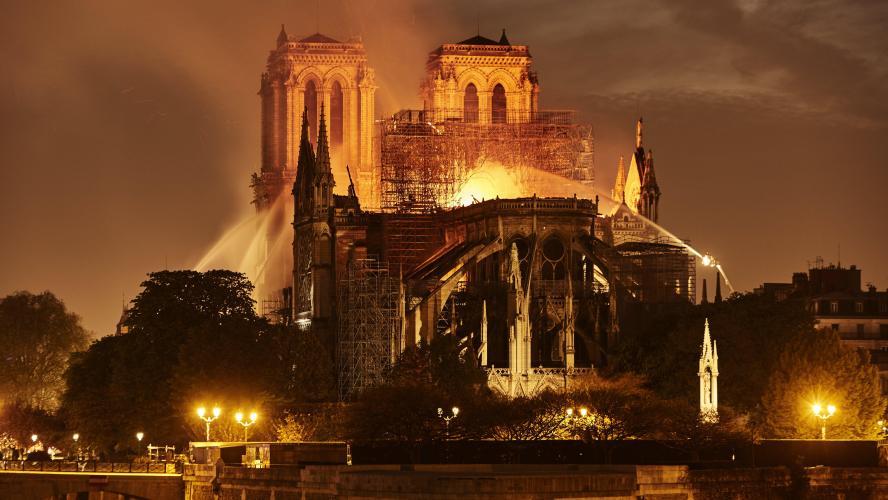 Read more about the article Protégé: 9. Face à Notre Dame de Paris : Berthy, Corinne, Françoise P., Françoise V.
